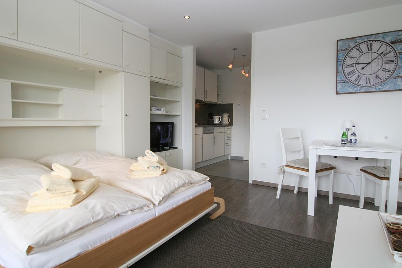ferienwohnung wohnung mayer h rnum sylt 2 personen. Black Bedroom Furniture Sets. Home Design Ideas